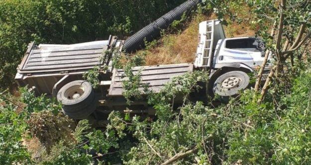 Alanya'da kamyon uçuruma yuvarlandı