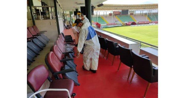 Bahçeşehir Okulları Stadyumu'nda dezenfeksiyon çalışması gerçekleştirildi