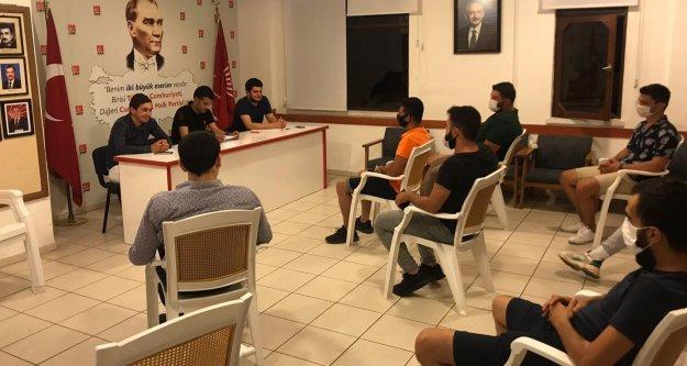 CHP'li gençlerden öğrencilere destek