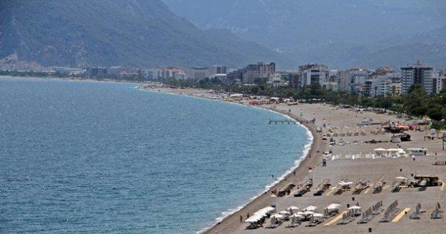 Dünyaca ünlü sahil tatilcilere kaldı