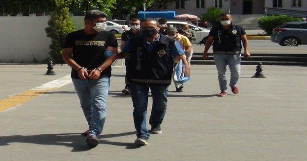 Kendilerini polis savcı olarak tanıtan dolandırıcıları faka bastırdı
