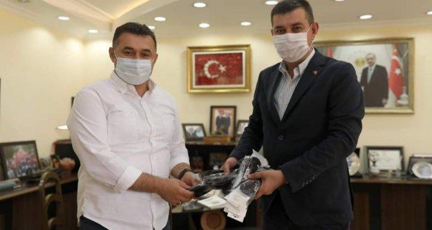 Türkdoğan'dan Yücel'e anlamlı hediye