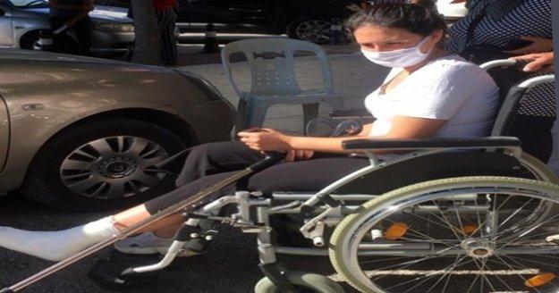 YKS öncesi ayağı kırılan öğrenci tekerlekli sandalyeyle sınava götürüldü