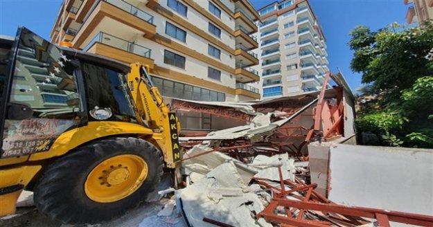 Alanya Belediyesi kaçak büroyu yıktı!