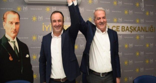 İkisi de partisi için oy kullanmaya bile gelmediler