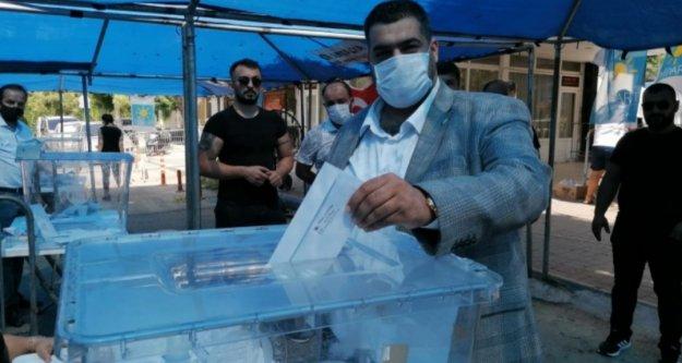 İyi Partili üyeler delege seçimleri için sandık başında