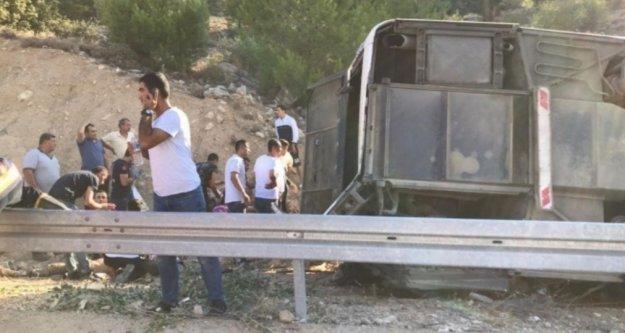 Mersin'de askerleri taşıyan otobüs devrildi: 5 şehit, 27 yaralı var