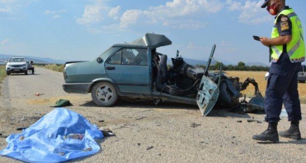 Otomobil hurdaya döndü: 1 ölü, 1 yaralı var