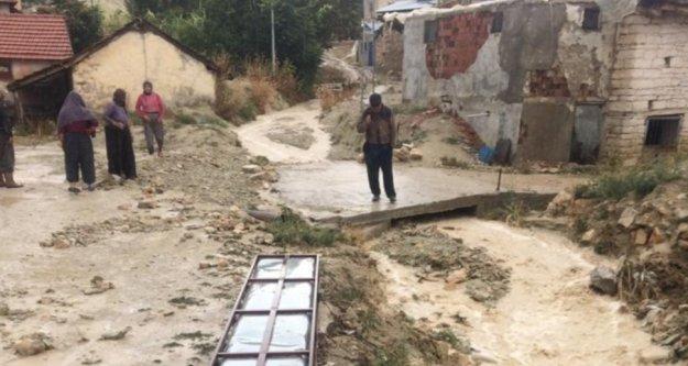 Antalya'nın o ilçesinde aşırı yağış su baskınlarına neden oldu