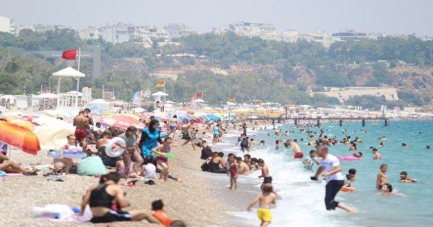 Antalya'nın sezonu kaç turistle kapatacağını açıkladı