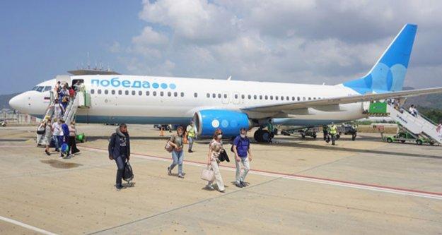 Gazipaşa, Rusya'dan gelen ilk uçuşu karşıladı