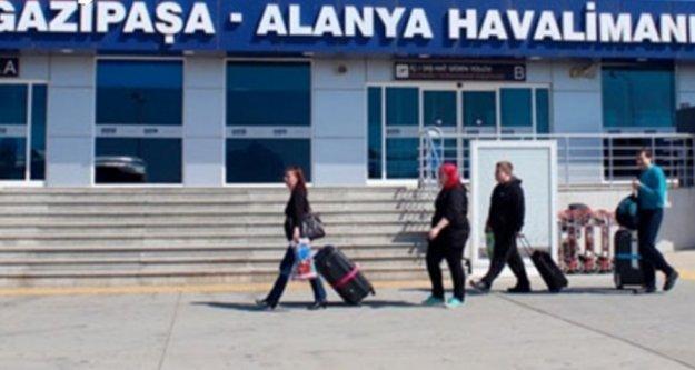 Ağustosta Alanya-GZP Havalimanı'na kaç turist geldi?