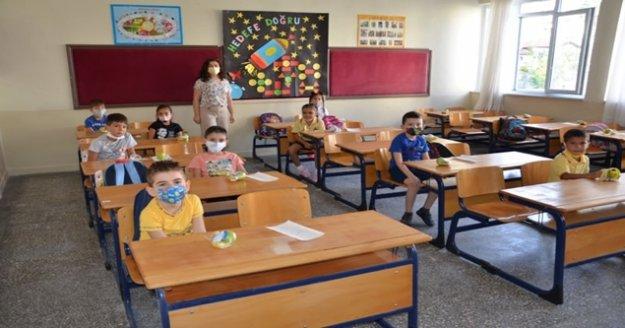 Alanya'da 75 okuldaki 7275 öğrenciye meyve ikramı yapıldı