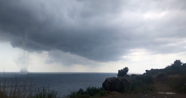 Gazipaşa'da sahile 200 metre mesafede dev hortum