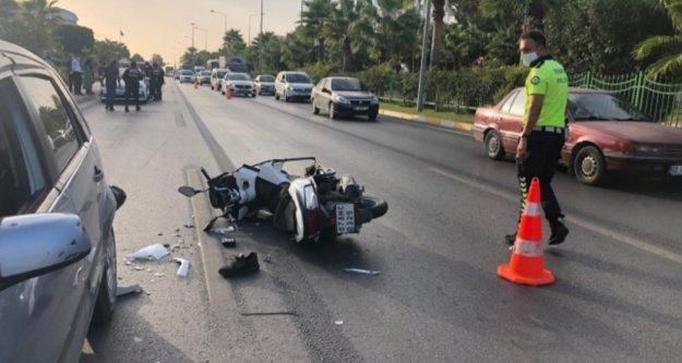 Alanya'da duran otomobile arkadan çarpan motosiklet sürücüsü ağır yaralandı