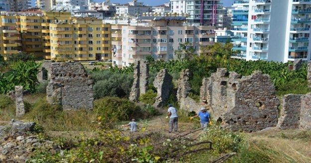 Alanya'da Naula Antik Kenti restorasyon için temizleniyor