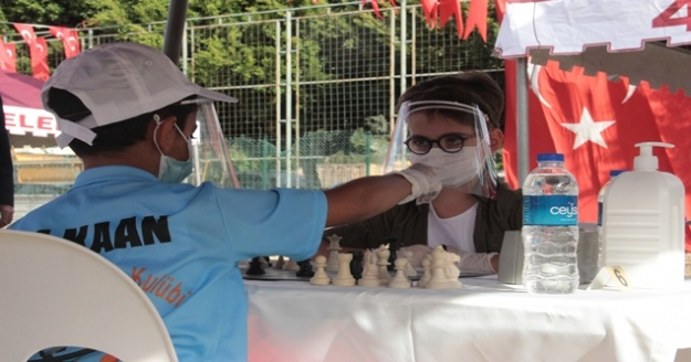 Alanyada 29 Ekim coşkusu satranç turnuvasıyla başladı