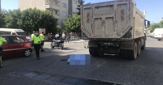 Alanya'da bisikletli kadın kamyonun altında can verdi