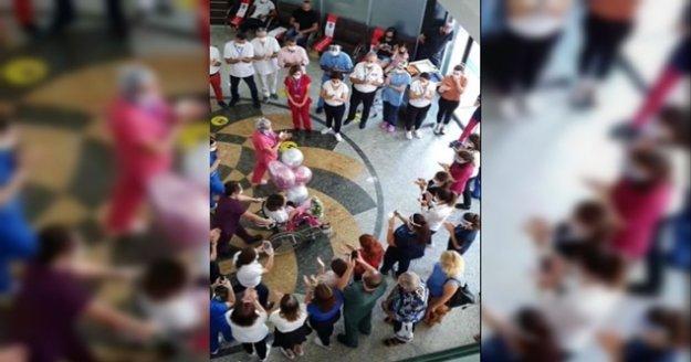 Alanya'da korona virüsü yenen hemşire alkışlarla taburcu oldu