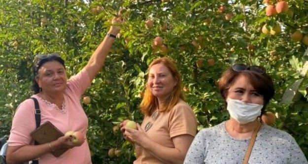 Alanyalı Ruslar Elma Hasat Turu'na katıldı