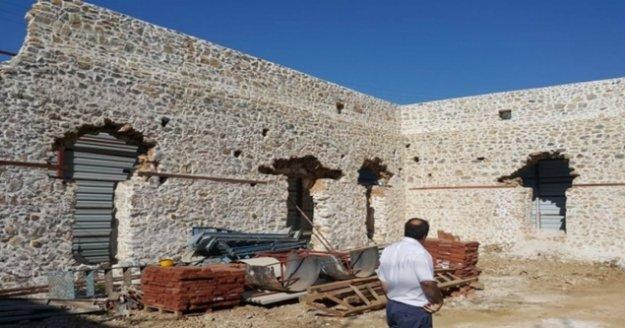 Alanya'nın Çıplaklı Mahallesinde bulunan tarihi Gülevşen Cami gün yüzüne çıkıyor