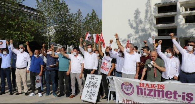 Antalya Büyükşehir Belediyesi önündeki grev 445 gündür devam ediyor