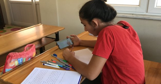 Gazipaşa'da mahallede internet yok diye şikayet etmedi, 20 bin liralık yatırımla uzaktan eğitimi yakına getirdi