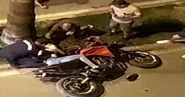 Kasksız motosiklet sürücüsü ölümden öndü, yardımına vatandaşlar koştu