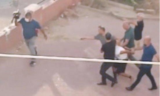 Kelepçeleri gizleyip polisten kaçan şüpheli bir saat sonra yakalandı