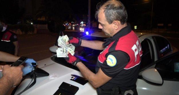Şüpheli araçtan sahte döviz ve uyuşturucu madde çıktı
