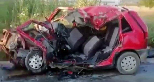 Tur midibüsüyle otomobil çarpıştı: 1 ölü, 2 yaralı var