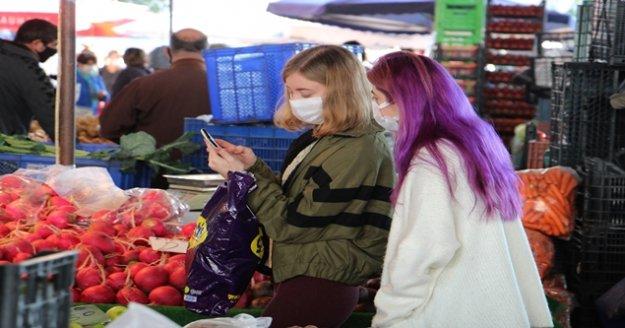 65 yaş üzeri çekildi, pazar alışverişleri gençlere kaldı