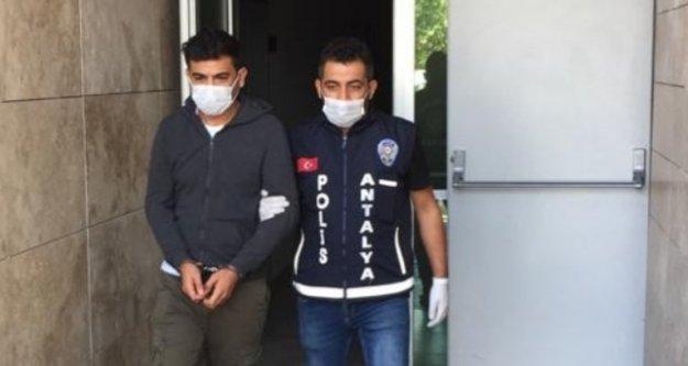 Alanya'da 65 ayrı suçtan aranması bulunan internet dolandırıcısı yakalandı