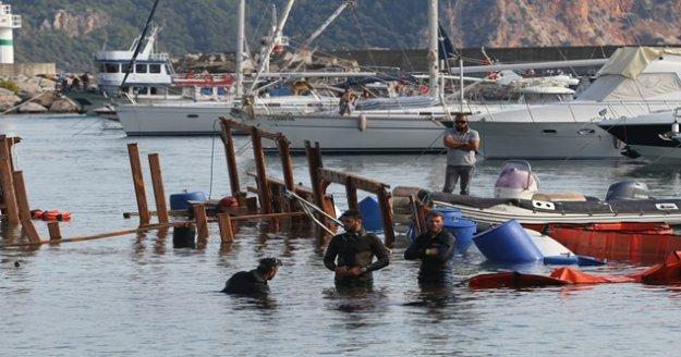 Alanya'da alabora olan tekne karaya çıkarıldı