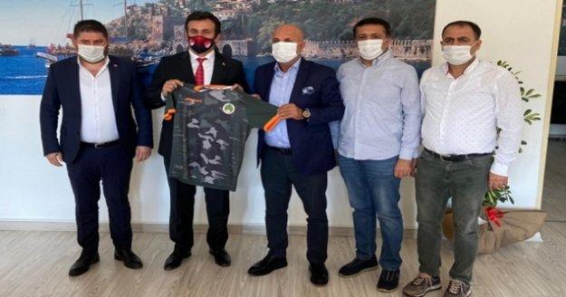 Alanyaspor'dan Yeni Müdür Yılmaz'a ziyaret