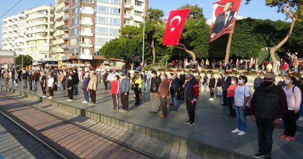 Antalya'da sosyal mesafeli 10 Kasım töreni