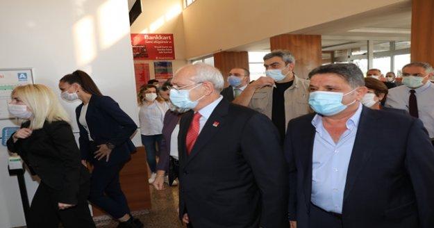 """Başkan Böcek'i hastanede ziyaret eden Kılıçdaroğlu: 'Gülümsedik, sohbet ettik, espri yaptık"""""""