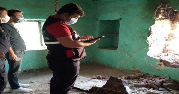 Büyükşehir'in teknik ekibi İzmir'de 700 binayı inceledi