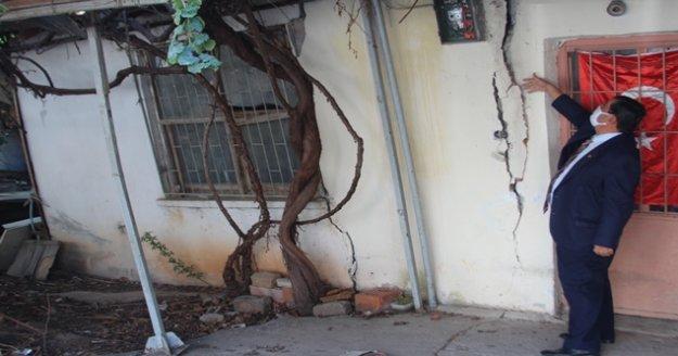 Çeyrek asır önce doldurulan arıklar üzerine yapılan evlerde diken üzerinde hayatlar