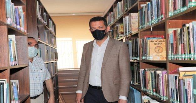 Kaymakam Ürkmezer halk kütüphanesini ziyaret etti