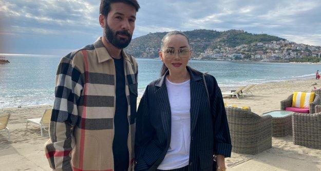 Kazak televizyoncu ve fenomen Alanya'yı tanıtıyor