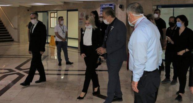 Rektör Özkan, Böcek'i serviste ziyaret etti