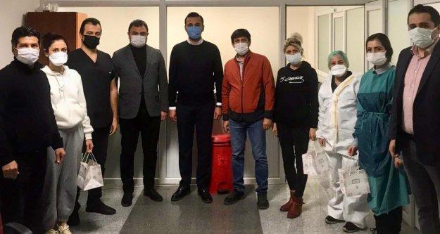 Toklu'dan hastane çalışanlarına sürpriz