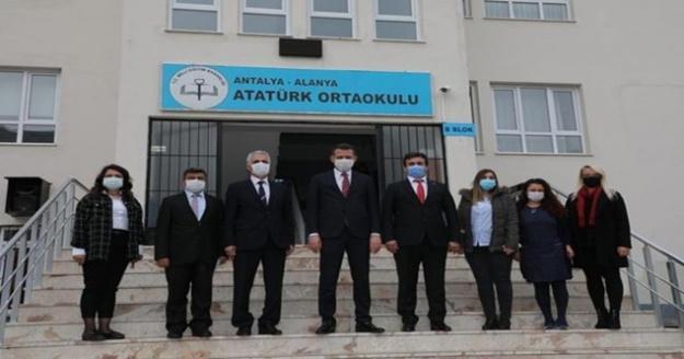 Alanya'da öğrencilere tablet dağıtımı yapıldı