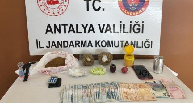 Alanya'da turistlere uyuşturucu satan şüpheliye baskın