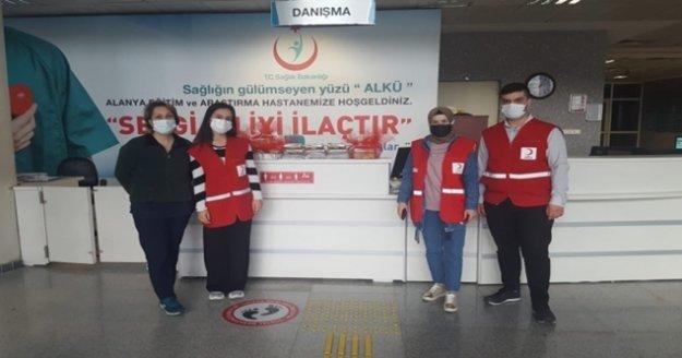 Alanya Kızılay sağlık çalışanlarının yanında