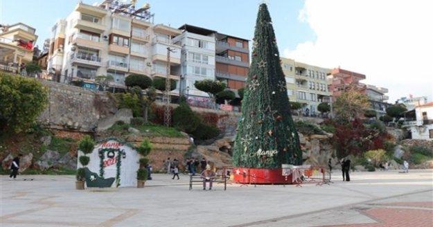 Alanya'da dev Noel ağacı
