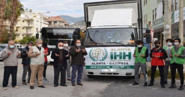 Alanya'dan toplanan TIR dolusu yardım dualarla yola çıktı