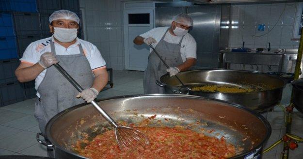 Büyükşehir aşevleri 683 bin kişilik yemek yardımı yaptı