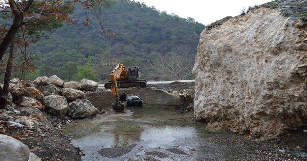 Büyükşehir, Çitdibi ve Yarbaş Çandır yolunu onardı